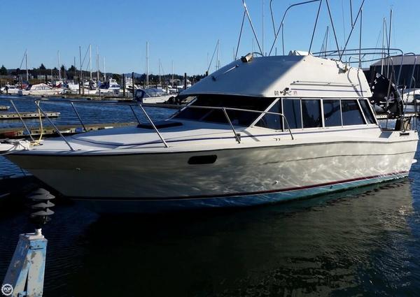 Used Bayliner 2850 Contessa Sedan Bridge Sports Fishing Boat For Sale