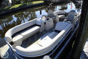 Used Manitou Aurora 25 SHP Pontoon Boat For Sale