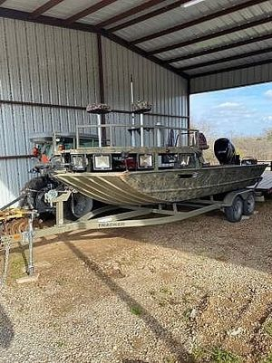 Used Tracker Grizzly Sportsman 2072 CC Center Console Fishing Boat For Sale