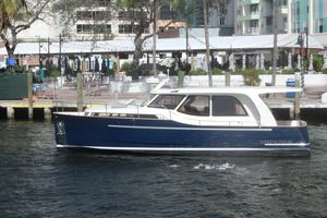 New Greenline 33 Motor Yacht For Sale