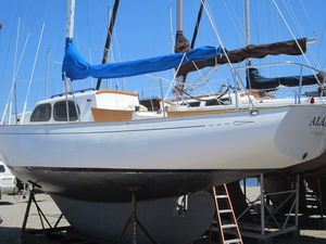 Used Wayfarer Islander 32 Cruiser Sailboat For Sale
