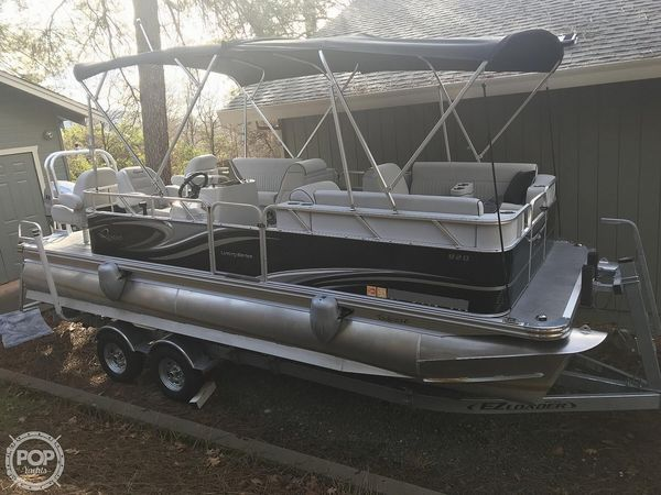 Used Qwest 820 Luxury Series Pontoon Boat For Sale