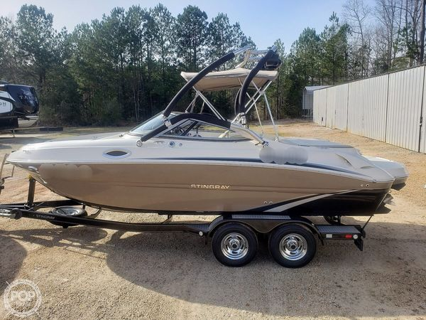 Used Stingray 215LR Bowrider Boat For Sale