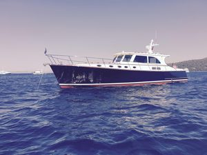 Used Vicem 55 Classic Express Cruiser Boat For Sale