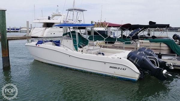 Used World Cat 266CC Power Catamaran Boat For Sale