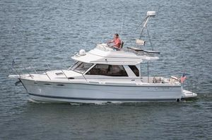 New Cutwater C-30 Command Bridge Cruiser Boat For Sale