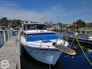 Used Marinette 29 Sedan Express Cruiser Boat For Sale
