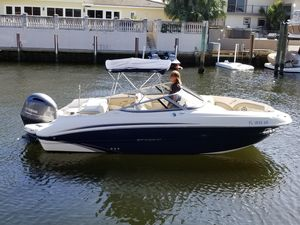 Used Stingray 214 LR Bowrider Boat For Sale