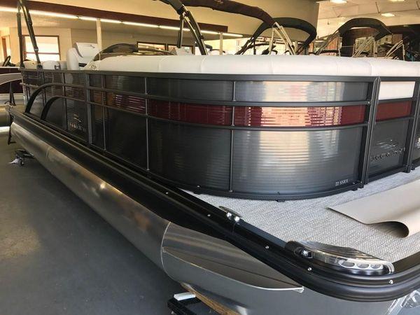 Used Bennington 25' Tri-toon Pontoon Boat For Sale