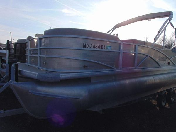 Used Sweetwater SWPE 220 Pontoon Boat For Sale