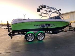 Used Nautique 220 TEAM EDITION Ski and Wakeboard Boat For Sale
