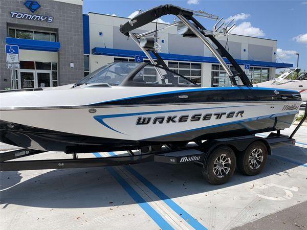 Used Malibu Wakesetter VLX Ski and Wakeboard Boat For Sale