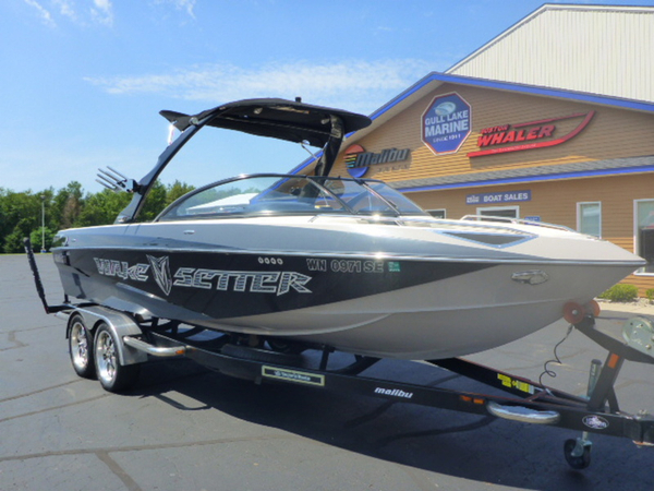 Used Malibu Boats 247 LSV Wakesetter Ski and Wakeboard Boat For Sale