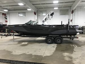 Used Mastercraft X46 Ski and Wakeboard Boat For Sale