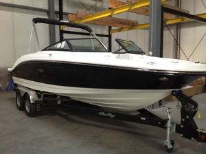 New Sea Ray 210SPX Sports Fishing Boat For Sale