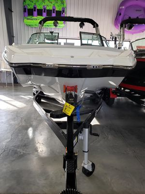 New Mastercraft XT22 Ski and Wakeboard Boat For Sale