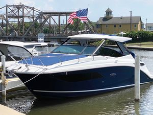 New Sea Ray 320 Sundancer Power Cruiser Boat For Sale