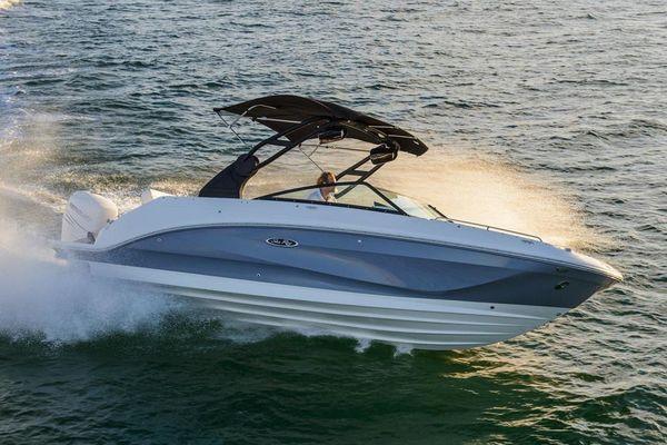 New Sea Ray 250 SDO Outboard Deck Boat For Sale