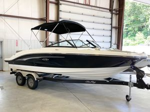 New Sea Ray SPX 210 Ski and Wakeboard Boat For Sale