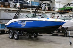New Chaparral 23 H2O Surf Bowrider Boat For Sale