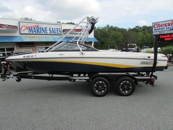 Used Malibu Response Ski and Wakeboard Boat For Sale