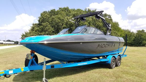 New Moomba Craz Moomba Ski and Wakeboard Boat For Sale