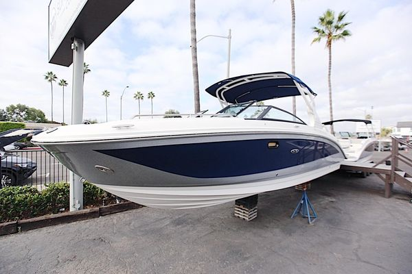 New Sea Ray 290 Sundeck OB Deck Boat For Sale