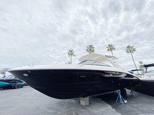 New Sea Ray SLX 350 Bowrider Boat For Sale