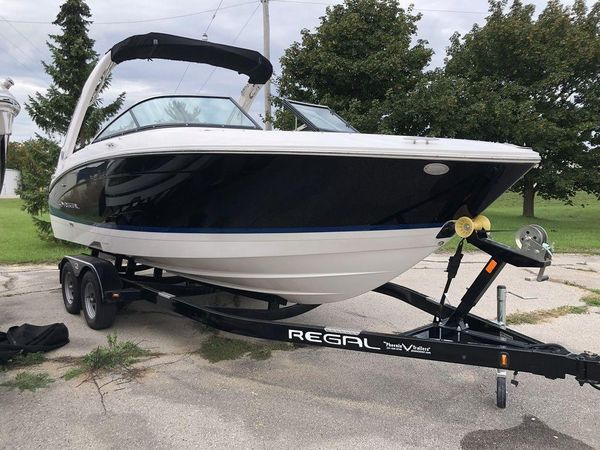 New Regal LS4 Bowrider Boat For Sale
