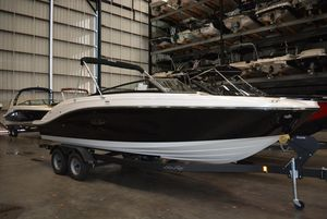 New Sea Ray SPX230 Ski and Wakeboard Boat For Sale