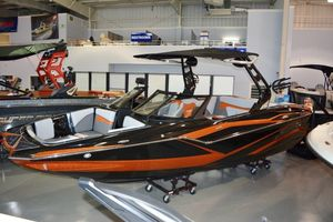 New Supreme ZS232 Ski and Wakeboard Boat For Sale