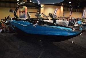New Supreme ZS212 Ski and Wakeboard Boat For Sale