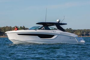 New Cruisers Yachts 38 GLS Bowrider Boat For Sale