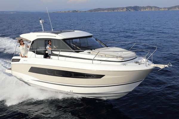 Used Jeanneau NC 33 Power Cruiser Boat For Sale