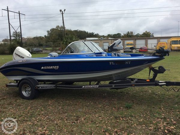 Used Stratos 486 SF Bowrider Boat For Sale