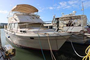 Used Bayliner 4050 Bodega Motor Yacht For Sale