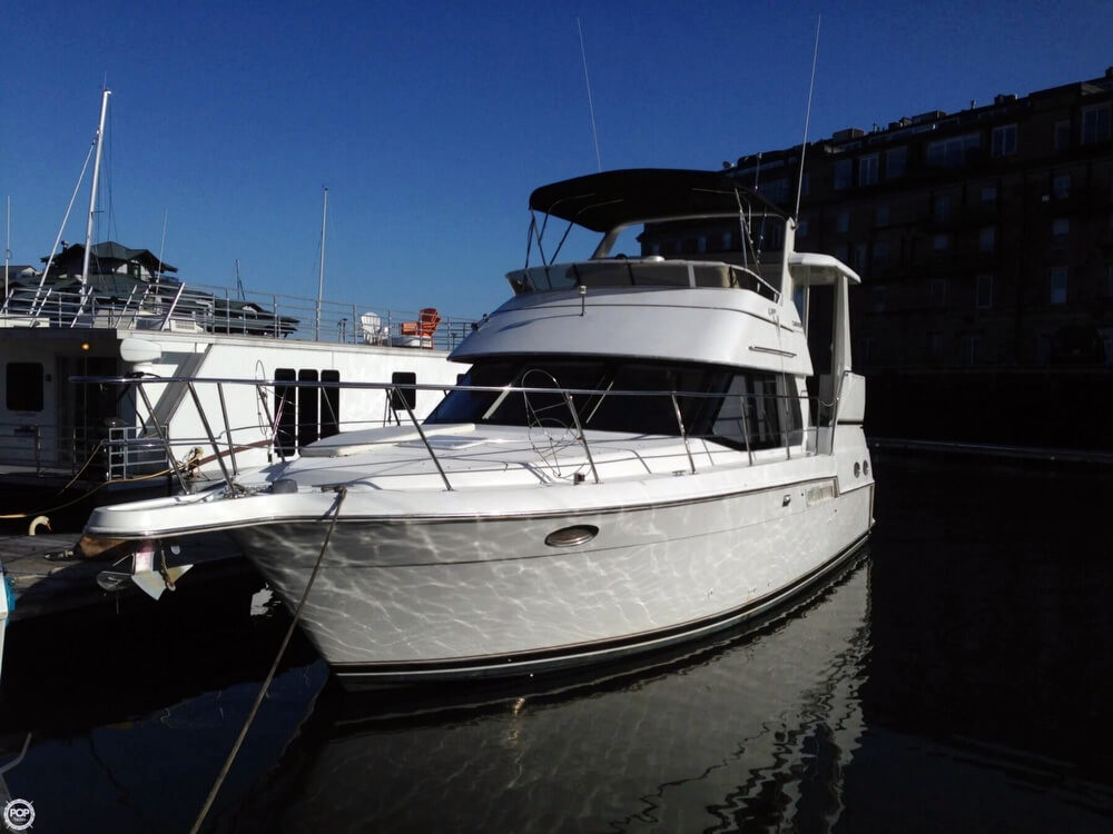 2000 Used Carver 356 Motor Yacht Aft Cabin Boat For Sale