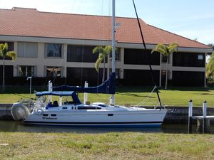 Used Hunter Legend 40.5 Racer and Cruiser Sailboat For Sale