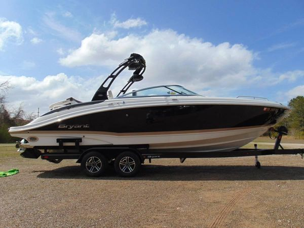 Used Bryant 268 Bowrider Boat For Sale