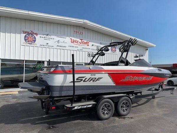 Used Supreme S238 Ski and Wakeboard Boat For Sale
