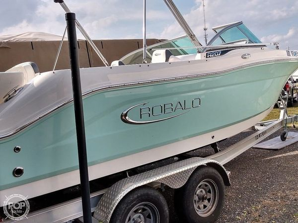 Used Robalo R207 Bay Boat For Sale