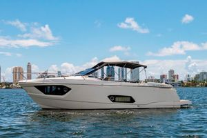 Used Absolute 40 STL Motor Yacht For Sale