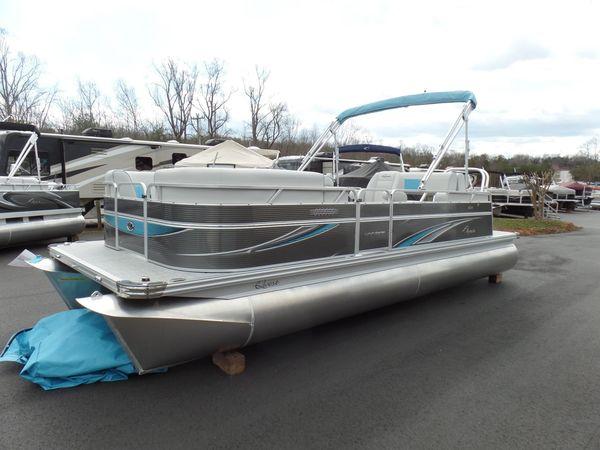 New Qwest LS 822 Splash Pad Pontoon Boat For Sale