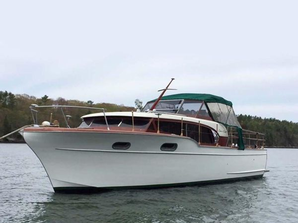 Used Chris-Craft Constellation Cruiser Boat For Sale