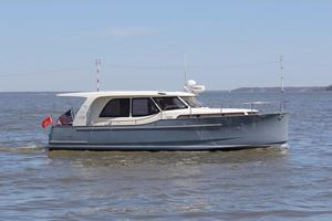 "Used Greenline ""33"" 300 Trawler Boat For Sale"
