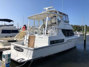 Used Carver 390 Cockpit MY Motor Yacht For Sale