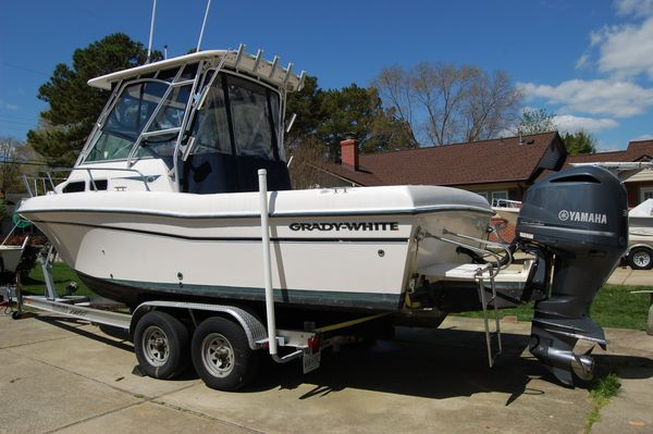 Used Grady-White 232 Gulfstream Express Cruiser Boat For Sale