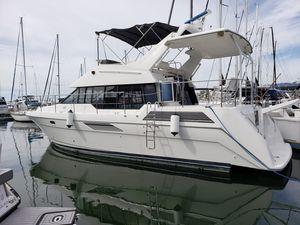 Used Bayliner 4387 Motor Yacht Cruiser Boat For Sale
