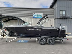 Used Mastercraft XT23 Ski and Wakeboard Boat For Sale