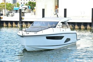 New Sealine S330v Cruiser Boat For Sale